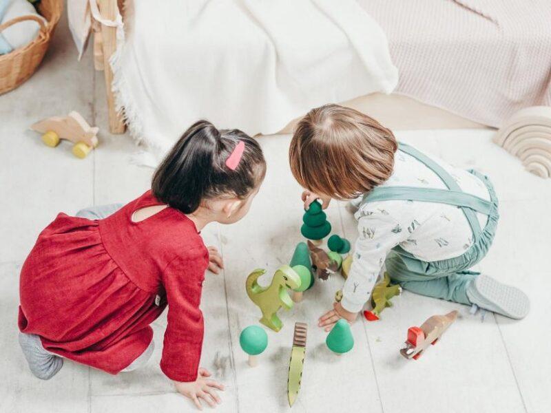 Come intrattenere i bambini con divertenti attività educative